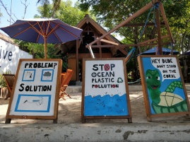 We noticed many Gili Air businesses uniting to take a stand on plastic pollution.